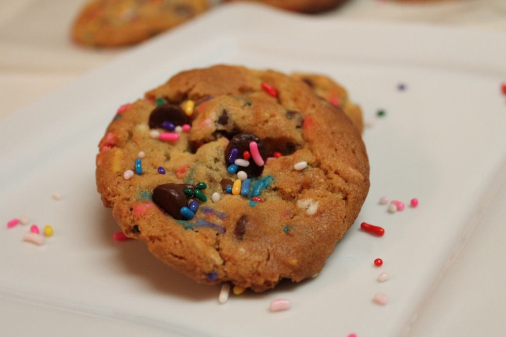 Using cake batter in these chocolate chip cookie recipe gives these cookies a sweeter touch!
