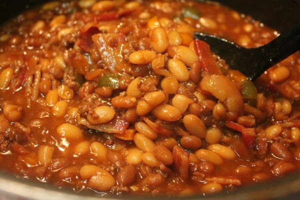 Delicious baked beans, packed with smoked bacon, ground beef, sweet peppers, and tender beans.