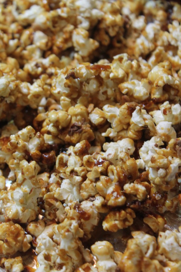 Make this Homemade Caramel Corn for the next holiday party!