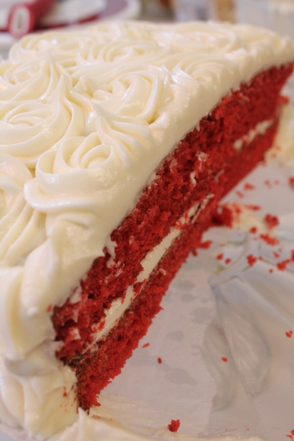 this red velvet cake recipe is the easiest recipe for a moist and fluffy red velvet cake