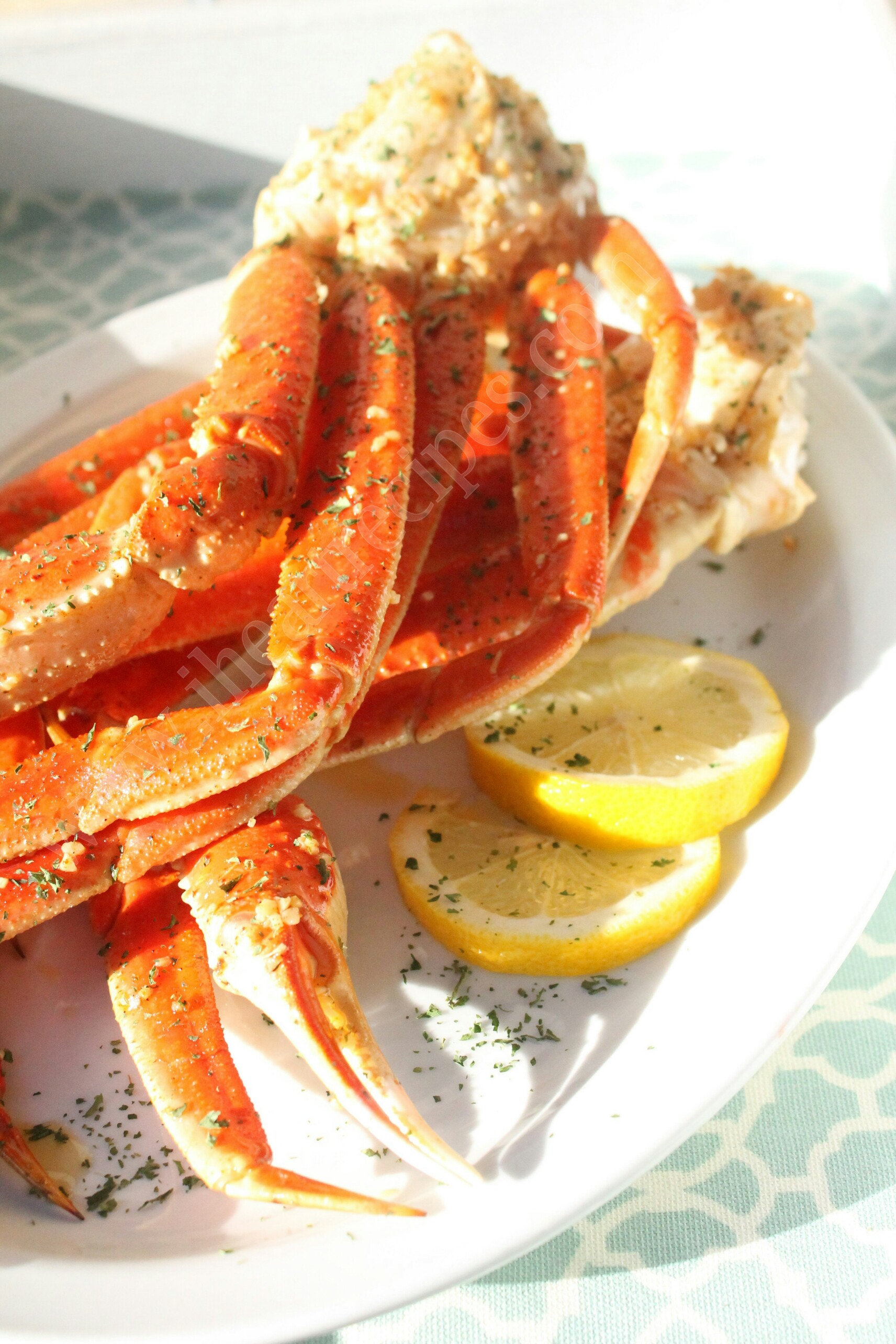 These baked crab legs are coated in a delicious cajun seasoning, mixed with garlic, butter, and plenty of lemon.