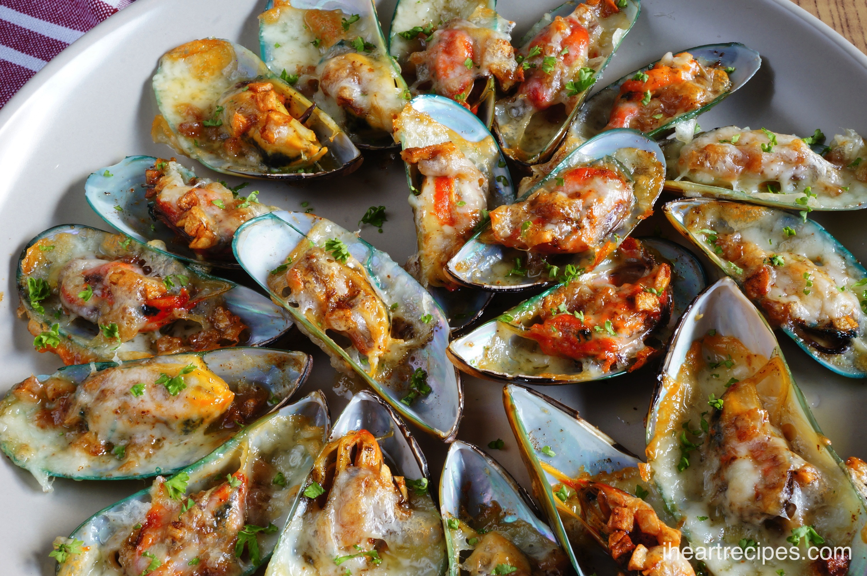 If you love seafood, you need to try this amazing recipe for Cheesy Garlic Mussels!