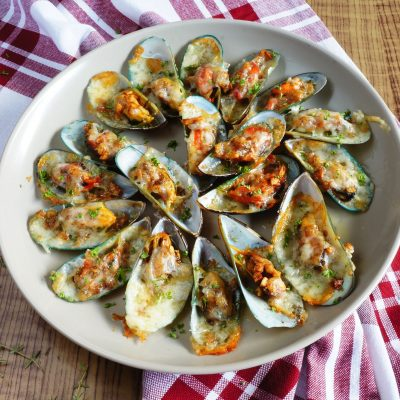 Cheesy Garlic Mussels Recipe