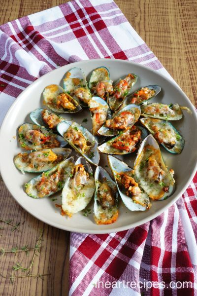 Cheesy Garlic Mussels Recipe