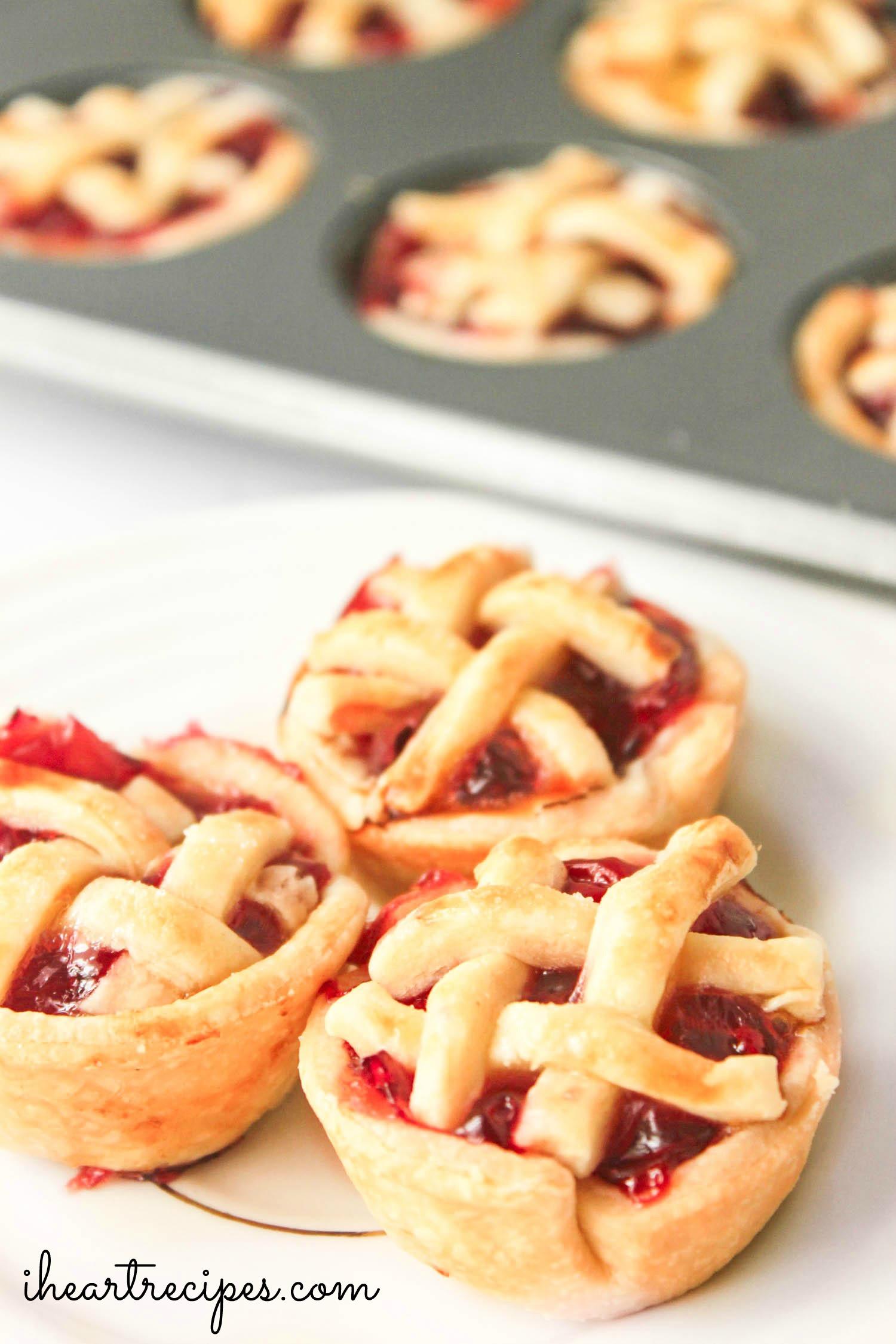 Mini Cherry Pie Bites | I Heart Recipes