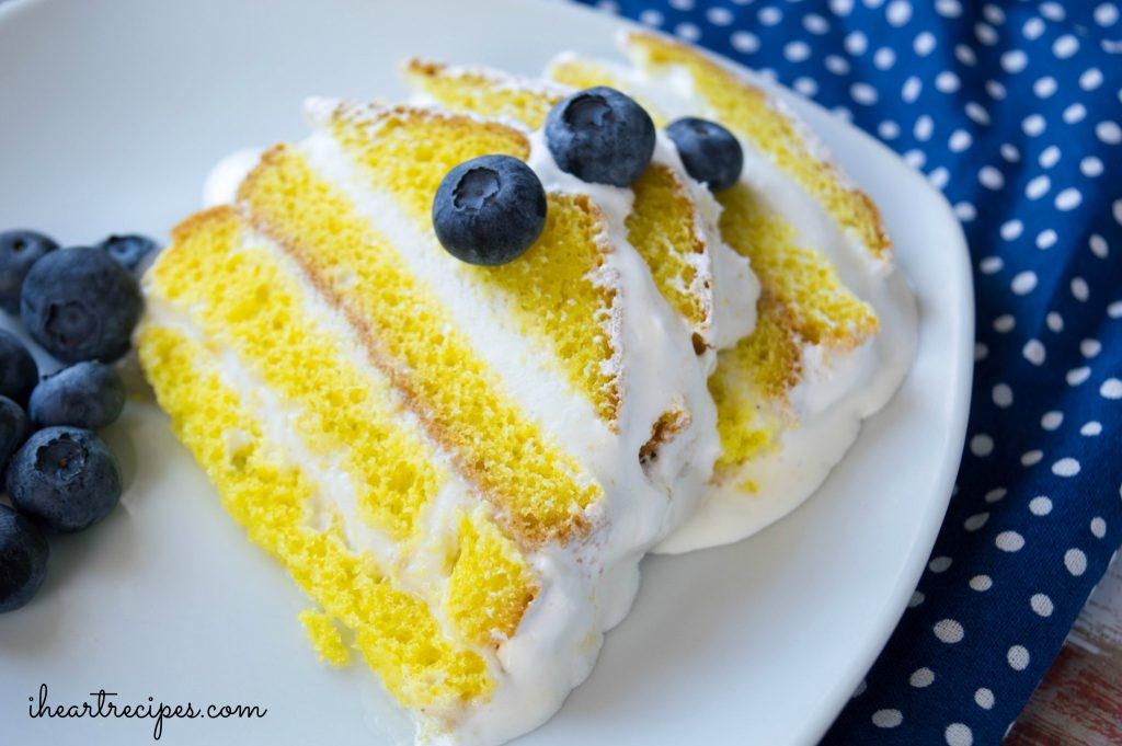 Easy Lemon Ice Cream Cake | I Heart Recipes