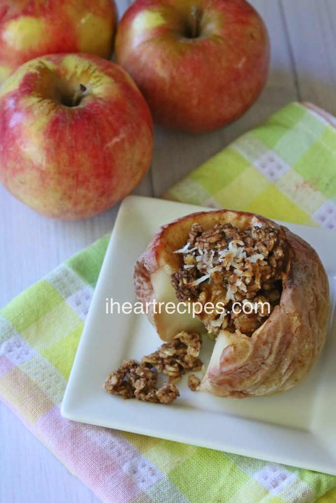 Soft apples with a crispy, buttery oatmeal filling