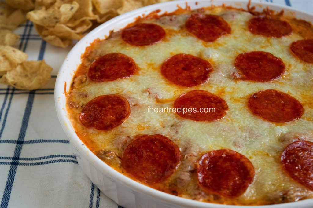 Baked Pepperoni & Sausage Pizza Dip | I Heart Recipes