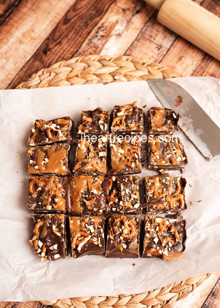 Salted Carmel Pretzel Bars | I Heart Recipes