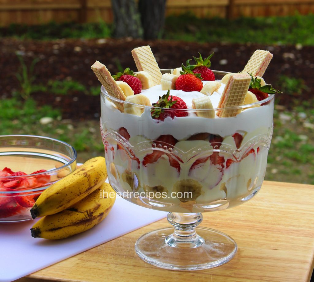 Delicious layers of vanilla pudding with slices of fresh bananas and strawberries and vanilla wafer cookies.
